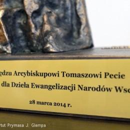 """Instytut Prymasa Józefa Glempa w Inowrocławiu - Wręczenie statuetki """"Ku chwale"""""""