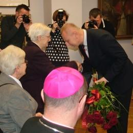 """Instytut Prymasa Józefa Glempa w Inowrocławiu - Nagroda """"Ku chwale"""" dla Teresy Klonowskiej"""